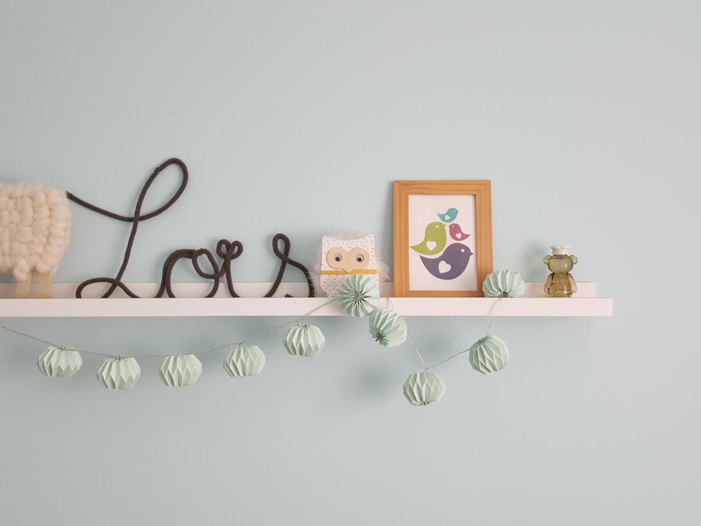 chambre de bébé étagère cadre tricotin